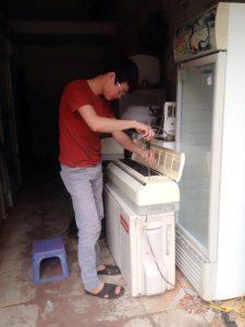 Thợ điện lạnh giỏi tại Hà Nội kiếm 3 triệu mỗi ngày.